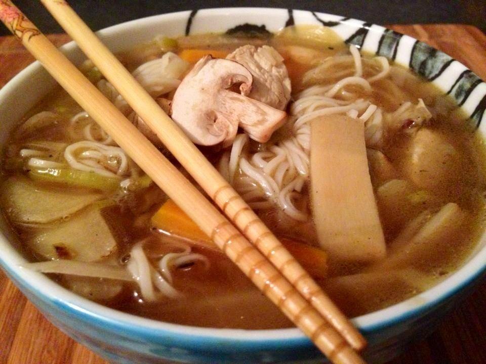 Noodle con verdure e pollo