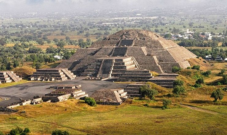 The Pyramid Of The Moon Is The Second Largest Pyramid In Teotihuacan Mexico After The Pyramid Of The Sun It Is Locat Ciudad De Teotihuacan Ciudades Turistico