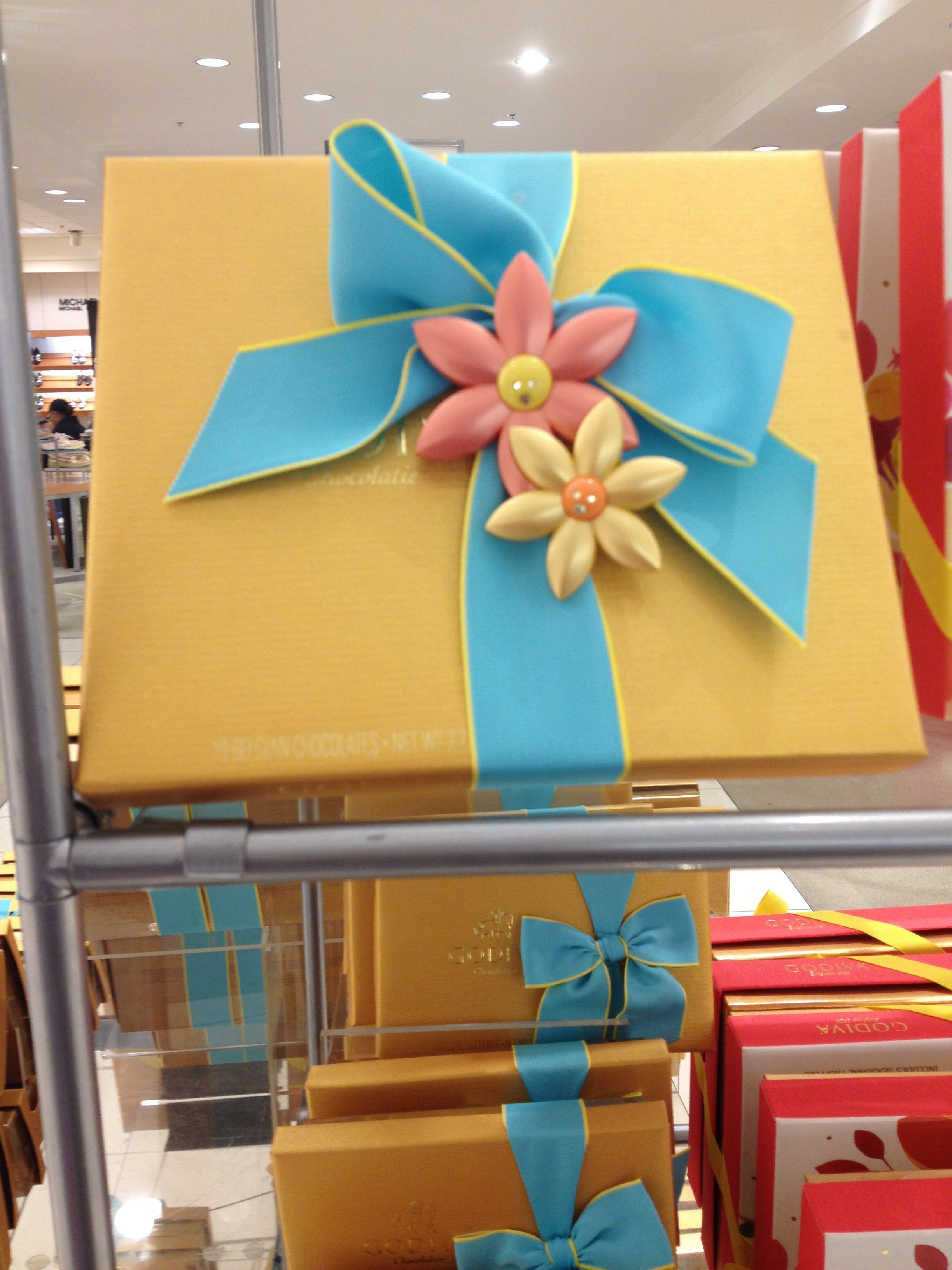 Saw this at Macy's | Gift Wrapping | Pinterest