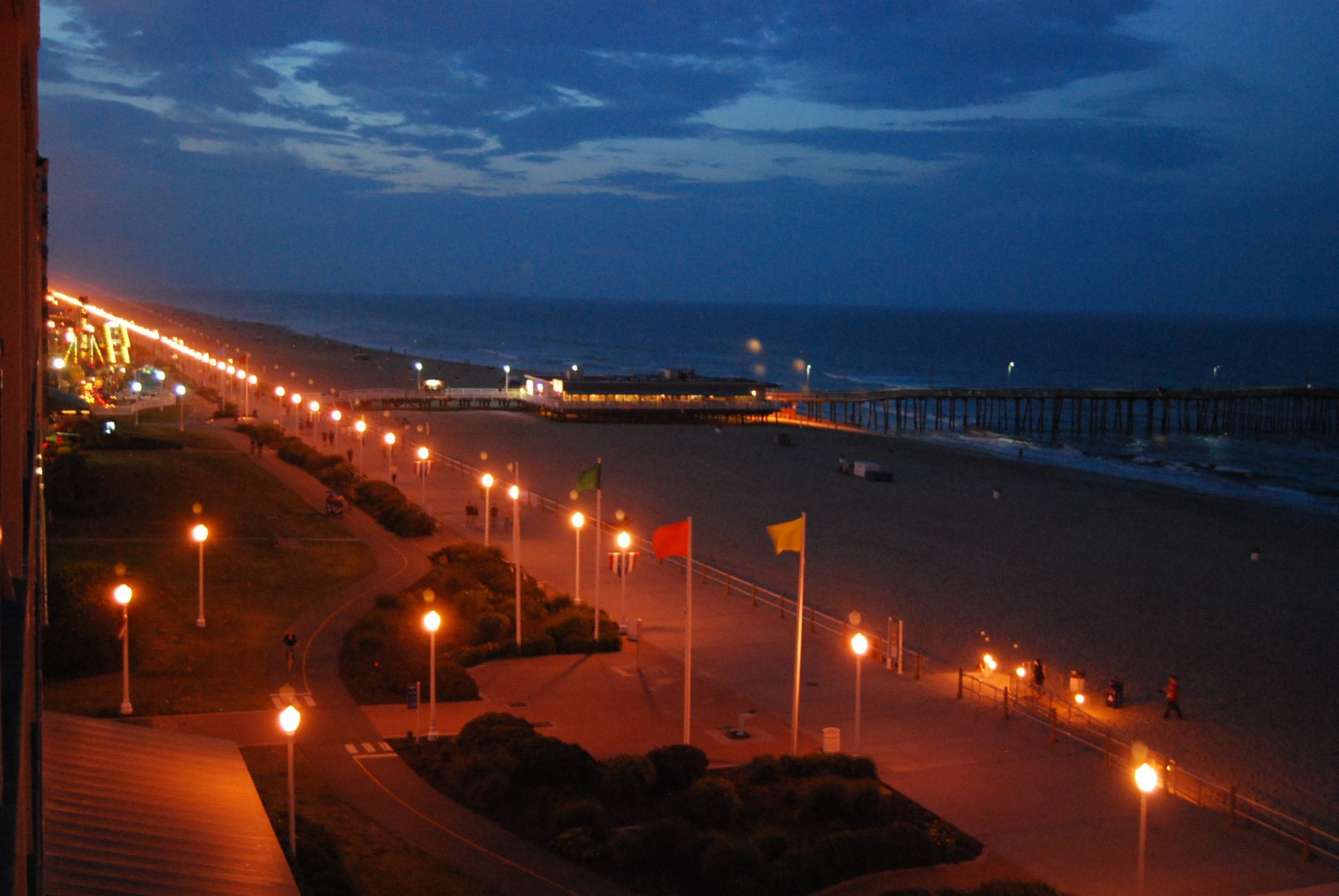 Love this picture of Town Center at night! | Virginia ...  |Virginia Beach Night Life