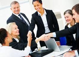 Qual é o papel do líder na motivação de equipe para o alcance de metas organizacionais?