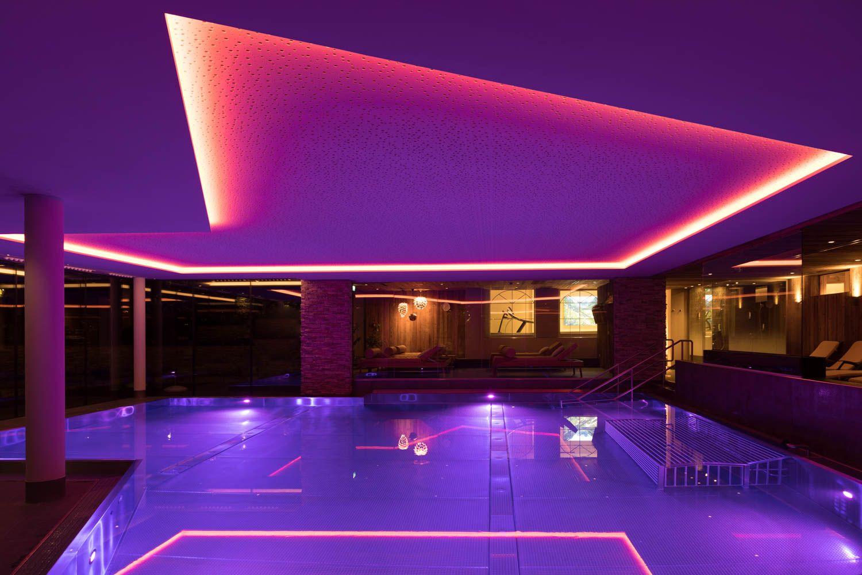 Deckenbeleuchtung Im Indoor Schwimmbad Beleuchtung Led Beleuchtung Deckenbeleuchtung