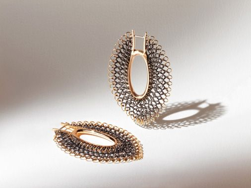 Giancarlo Montebello desing. SOFTNESS ellipse earrings.  structure and outline in 18 carat yellow gold, fire burnished stainless steel chain mail. Made in Italy