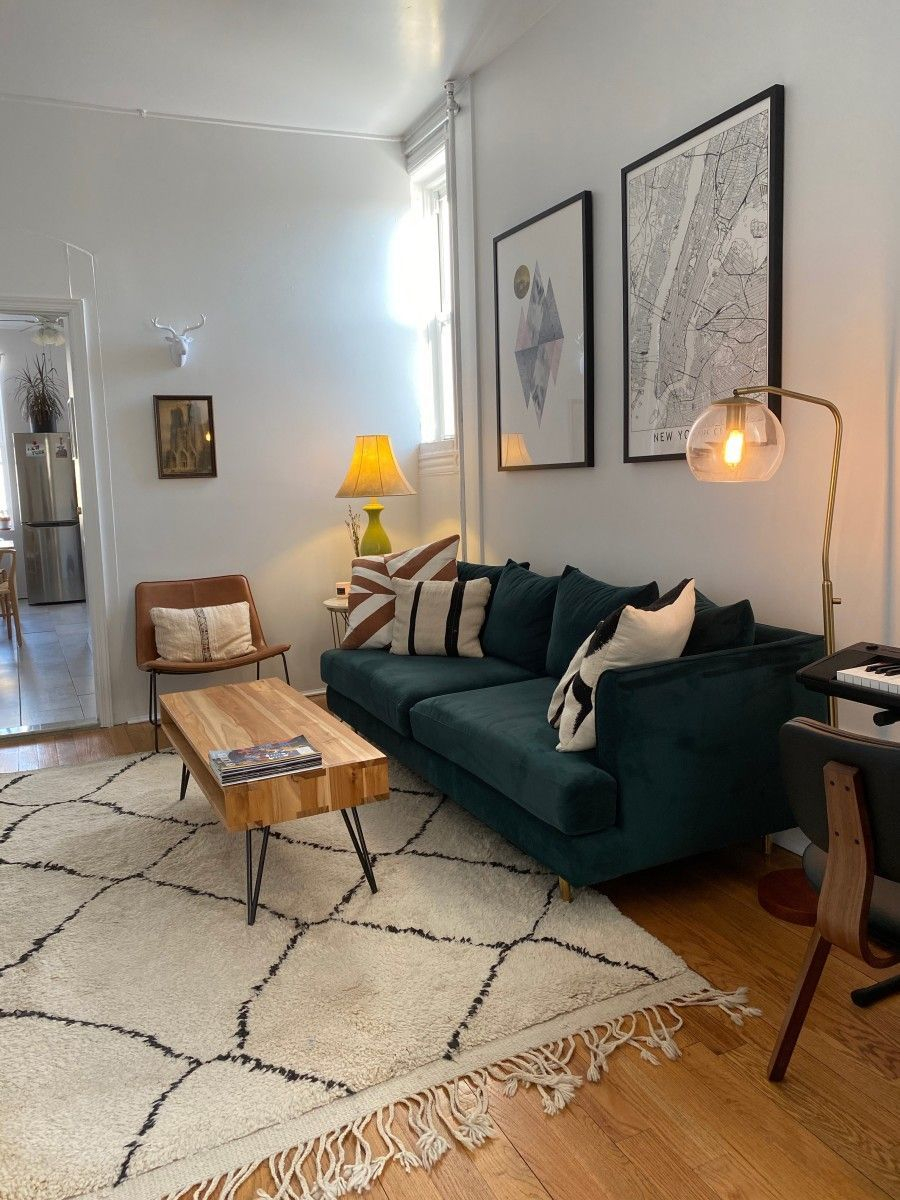 Single Women And Their Spaces Becky Etchberger S Brooklyn Apartment Single Apartment Decor Classy Living Room Classy Apartment Decor