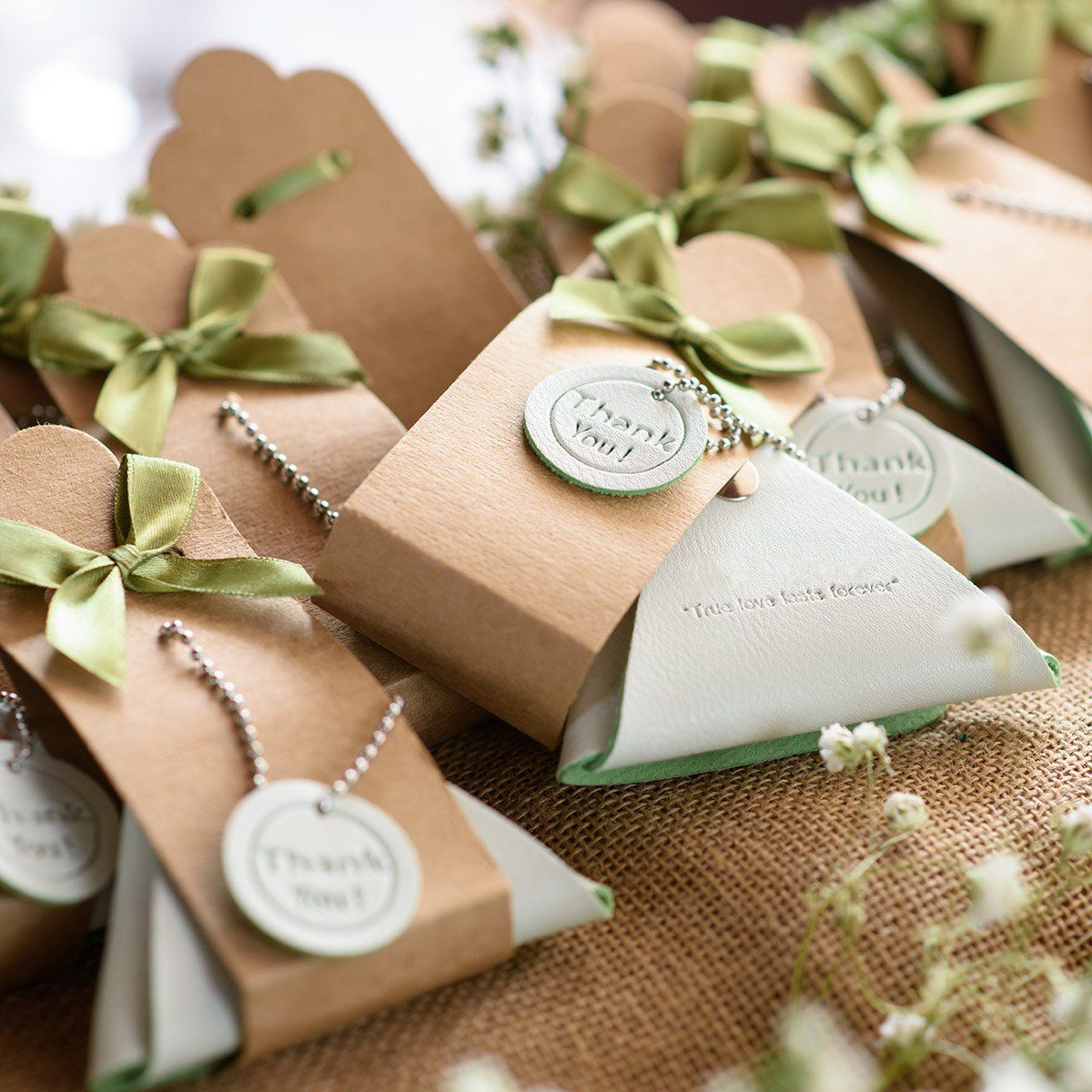 10 Wedding Favors Your Guests Will Want to Keep (With