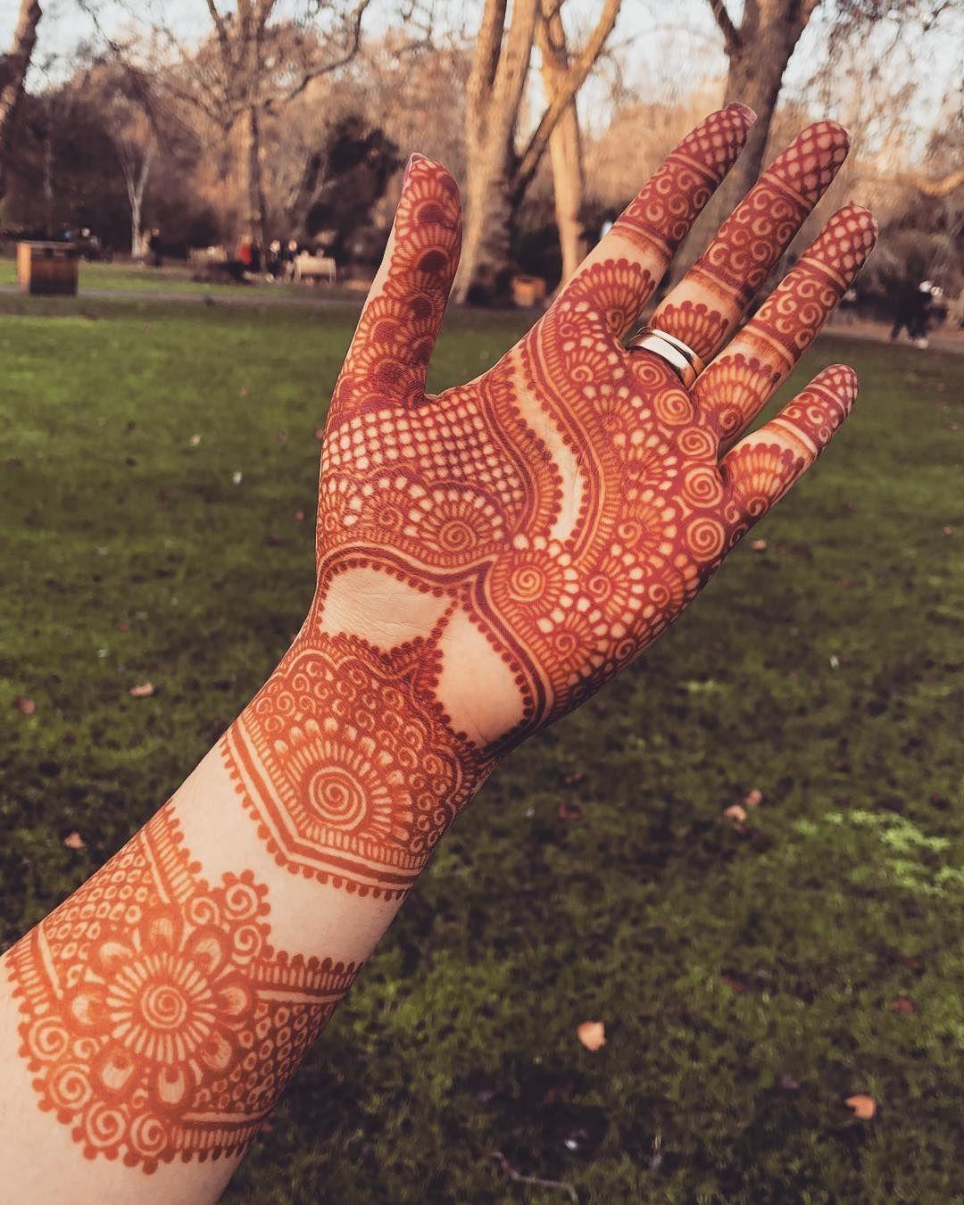"""Henna Artist   Blogger on Instagram: """"Late night palm henna #henna #hennadesigns #hennaart #hennadesign #hennalove #hennaartist #hennatattoo #indianmehndidesigns #mehndi…"""""""