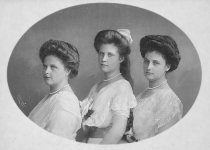 Three sisters : Archduchess Dolores of Austria-Tuscany (1891 – 1974);  Archduchess Margaretha of Austria (1894 – 1986) and Archduchess Archduchess Immaculata of Austria ( 1892 – 1971)