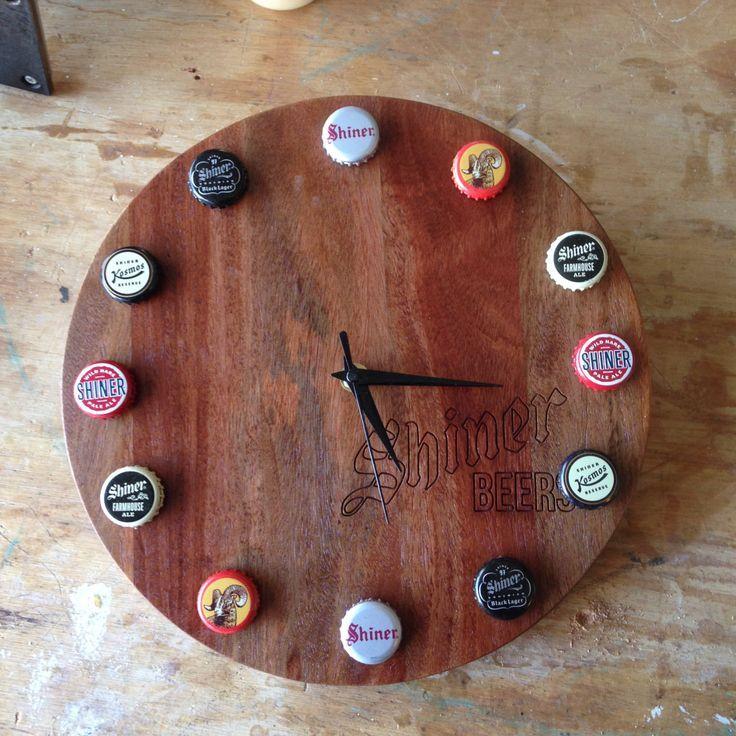 Shiner Beers Rustic Bottle Cap Wall Clock By Matheywoodshop Diy Bottle Cap Crafts Beer Cap Crafts Bottle Cap Crafts