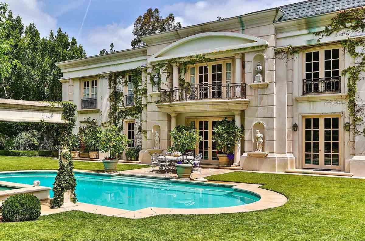 Neoclassical French Mansion In Beverly Hills 9742 Wendover Drive 1200x793 Jpeg French Mansion Mansions Neoclassical