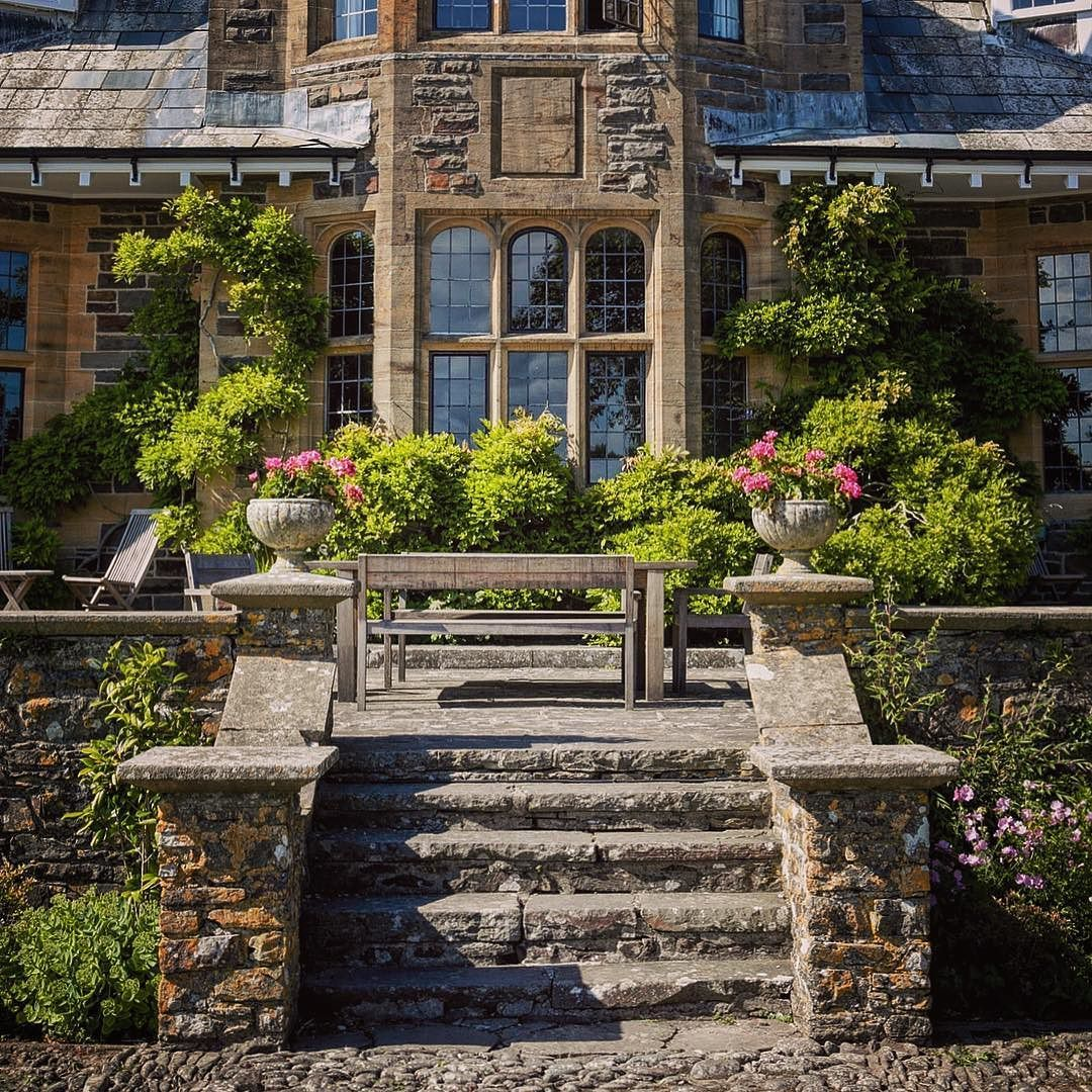 Leisurely..... gorgeous... otherworldly.... Pickwell Manor.