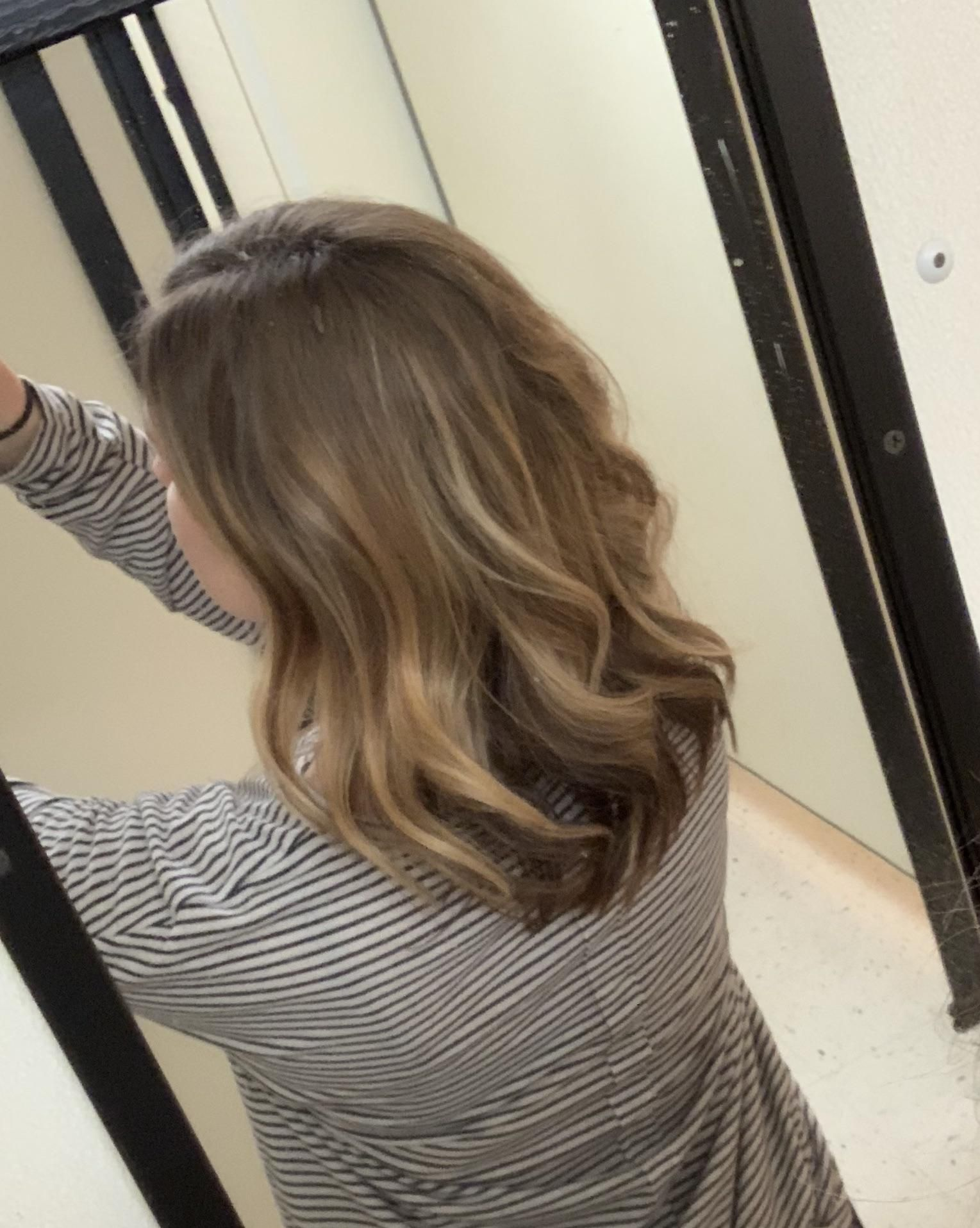 My Hair Stylist Styled My Hair Like This With A Round Brush And Hair Dryer Howwwwwwww I Can Never Get My Hair To Look This Pretty Hair Hair Stylist My Hair