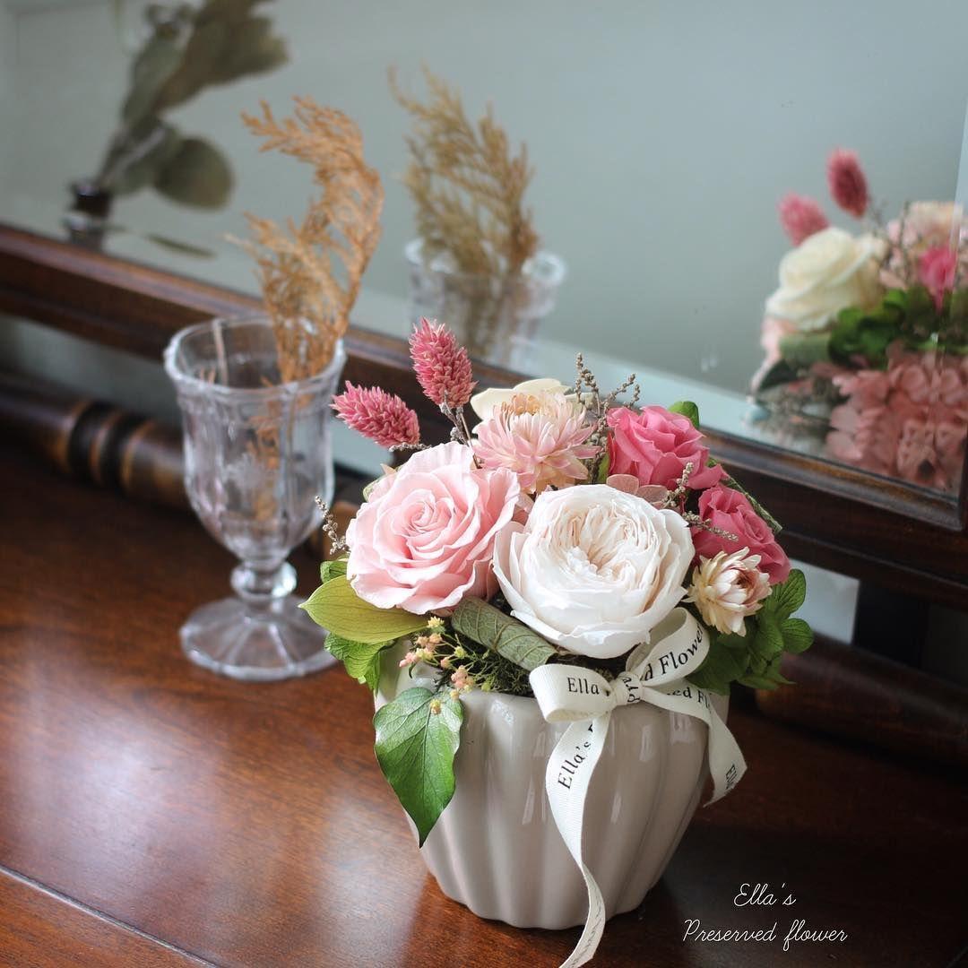 이사한 친구의 집들이선물로 🌿  _ 1년전 원데이수업때 뵈었던분께서 주문해주셨어요,  핑크를 좋아하는 공주님집으로 보내드렸습니다💕,, 항상 감사드려요-☺️ _ #엘라의프리저브드플라워 🌸 고급꽃선물로 추천드립니다🌿 . #preservedflower #プリザーブドフラワー #flowerkorea #flowers #flowerstagram #プレンチ #센터피스 #결혼기념일 #결혼기념일선물 #프렌치 #프렌치스타일 #フレンチ #french #프리저브드플라워 #꽃스타그램 #플로리스트 #プリザーブドフラワー #시들지않는꽃 #시들지않는생화 #花 #프리저브드 #꽃스타그램 #엘라의프리저브드플라워 #고급꽃선물 #고급선물 #centerpiece #그린그린 #인테리어 #고급인테리어소품 #이사선물 #집들이선물 #헬리크리썸
