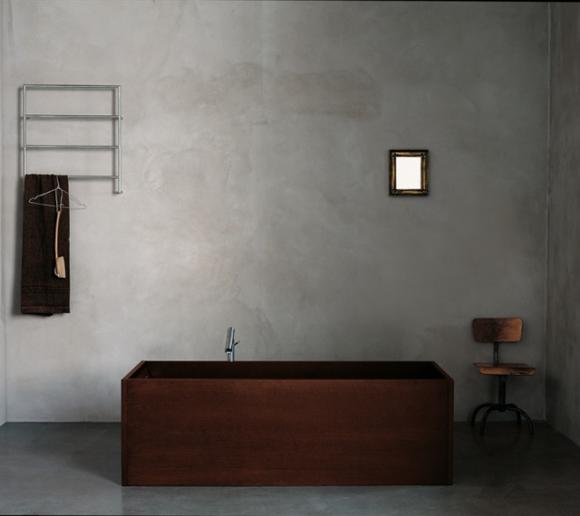 Inspiration Baden Baden Interior Concrete Wall Simplicity Chair Towel Rack Holzbadewanne Badezimmer Holz Moderne Graue Badezimmer