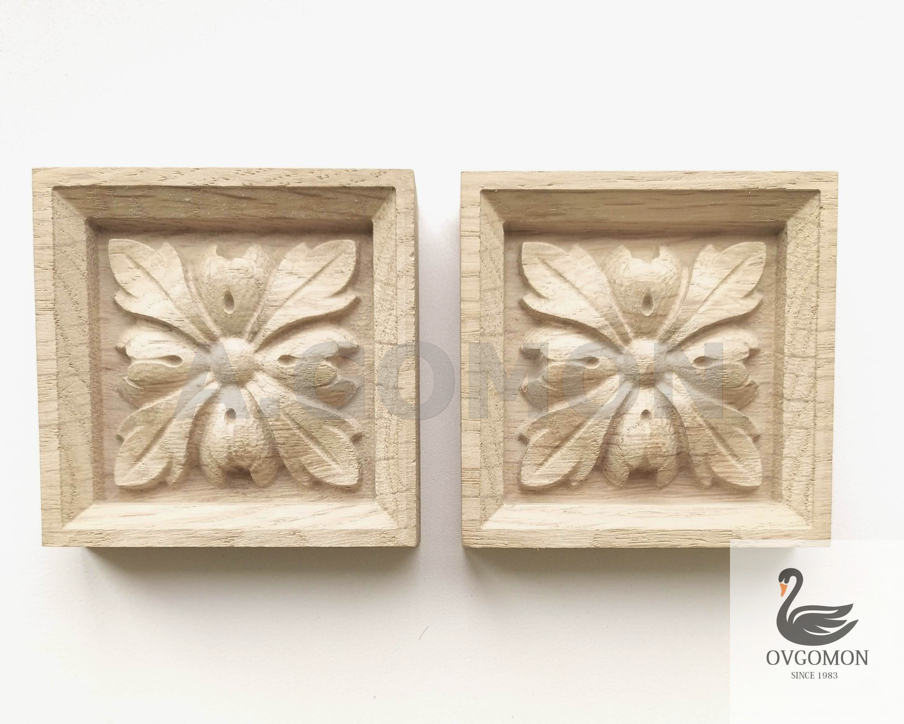 Lot of 2 Wooden carved decor