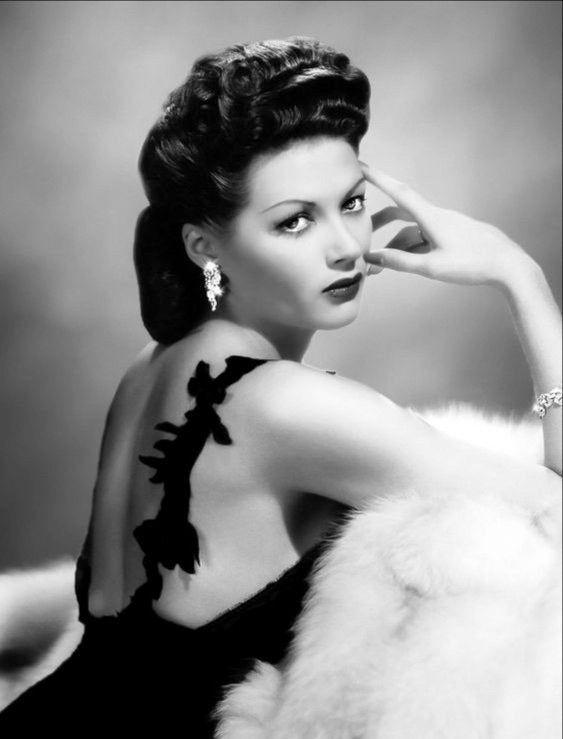 1940's Era Bombshell Yvonne de Carlo  Black & White | Etsy