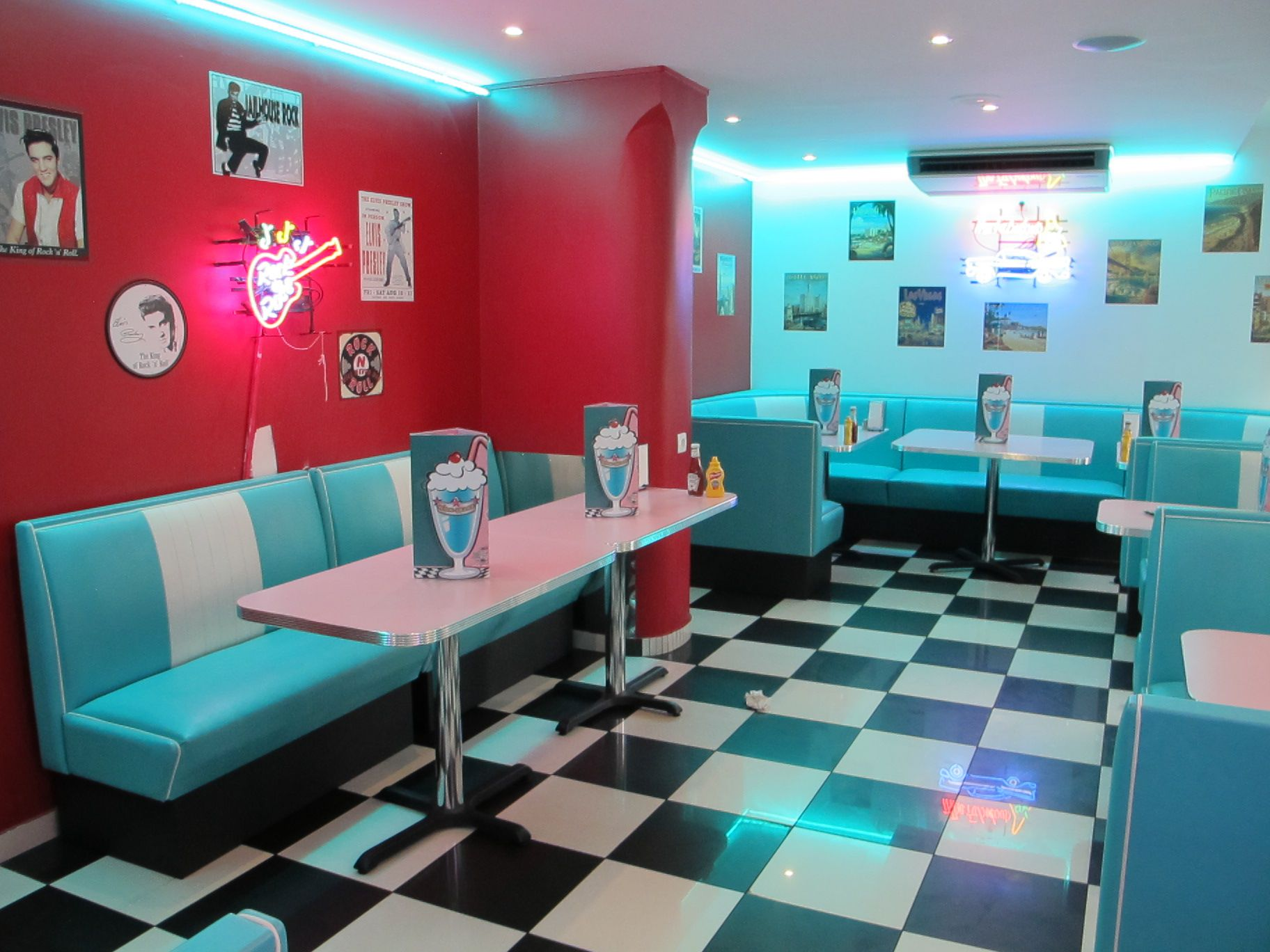 HD Diner - Châtelet, Paris, France: 50s retro by | Retroküchen, 50er ...