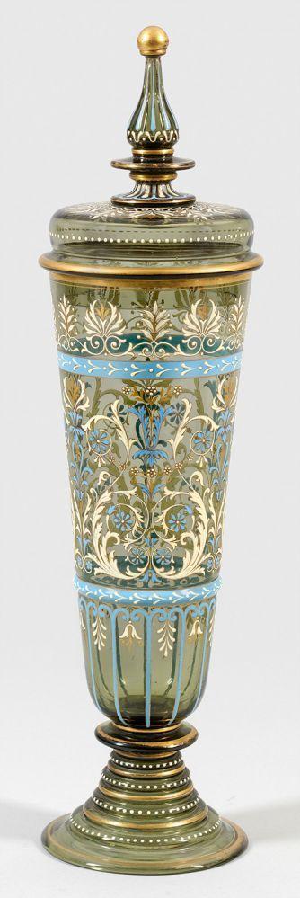 Großer Historismus-Deckelpokal im Spätrenaissance-Stil Rauchfarbenes, leicht grünliches Glas. Hoh