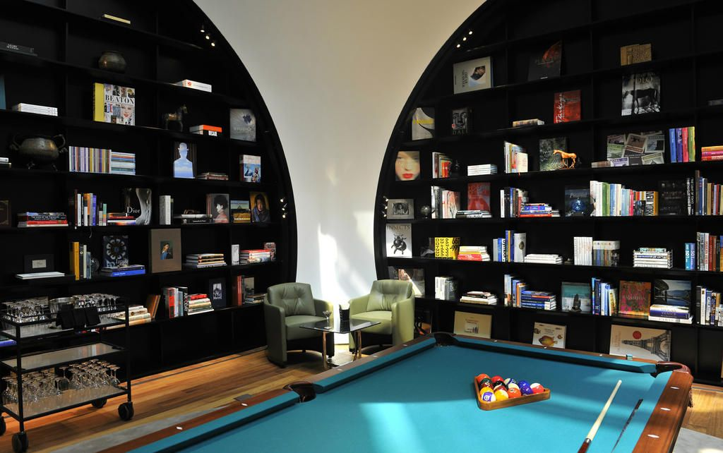Twitter / DETAILS: 6 of the world's sexiest airport ..  Book Shelves on white walls