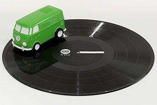 レコードの上を走るプレーヤー「RECORD RUNNER」。サウンドワゴンが35年を経て一新 - AV Watch
