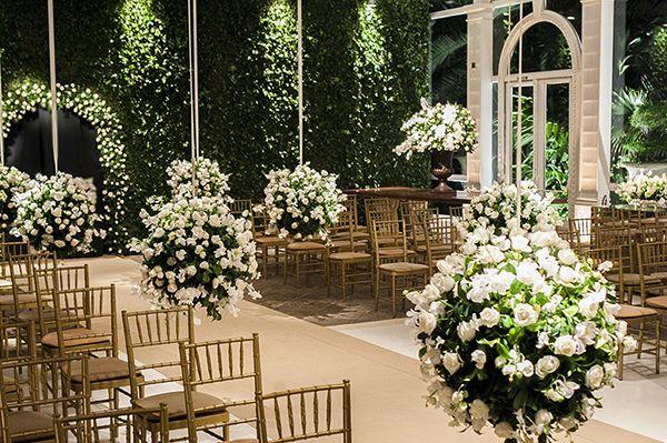 Decoração em verde e branco para um casamento cl� ...