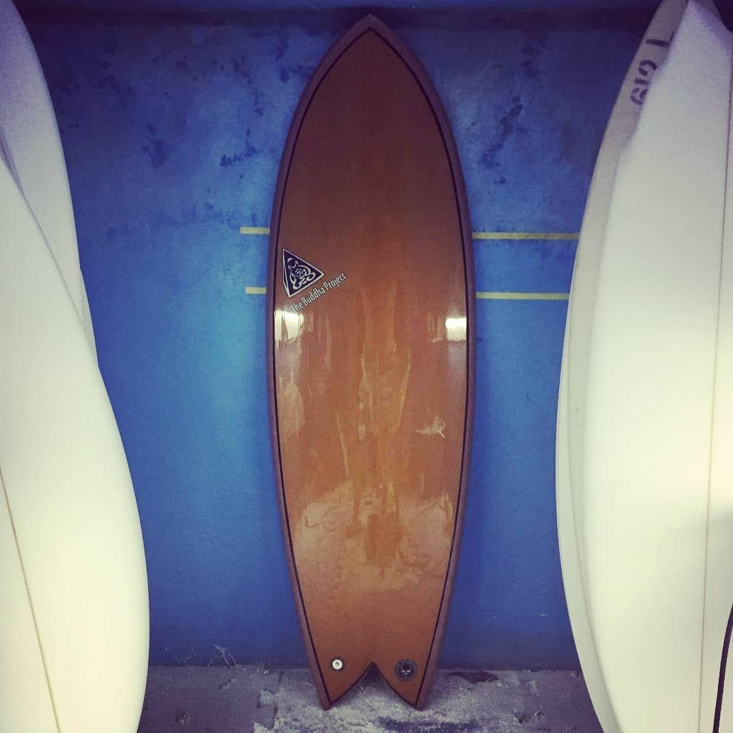 """5'6"""" - Classic Fish - Deck em madeira e fundo pigmentado em bronze! Shapeada e laminada por mim! 5'6..."""