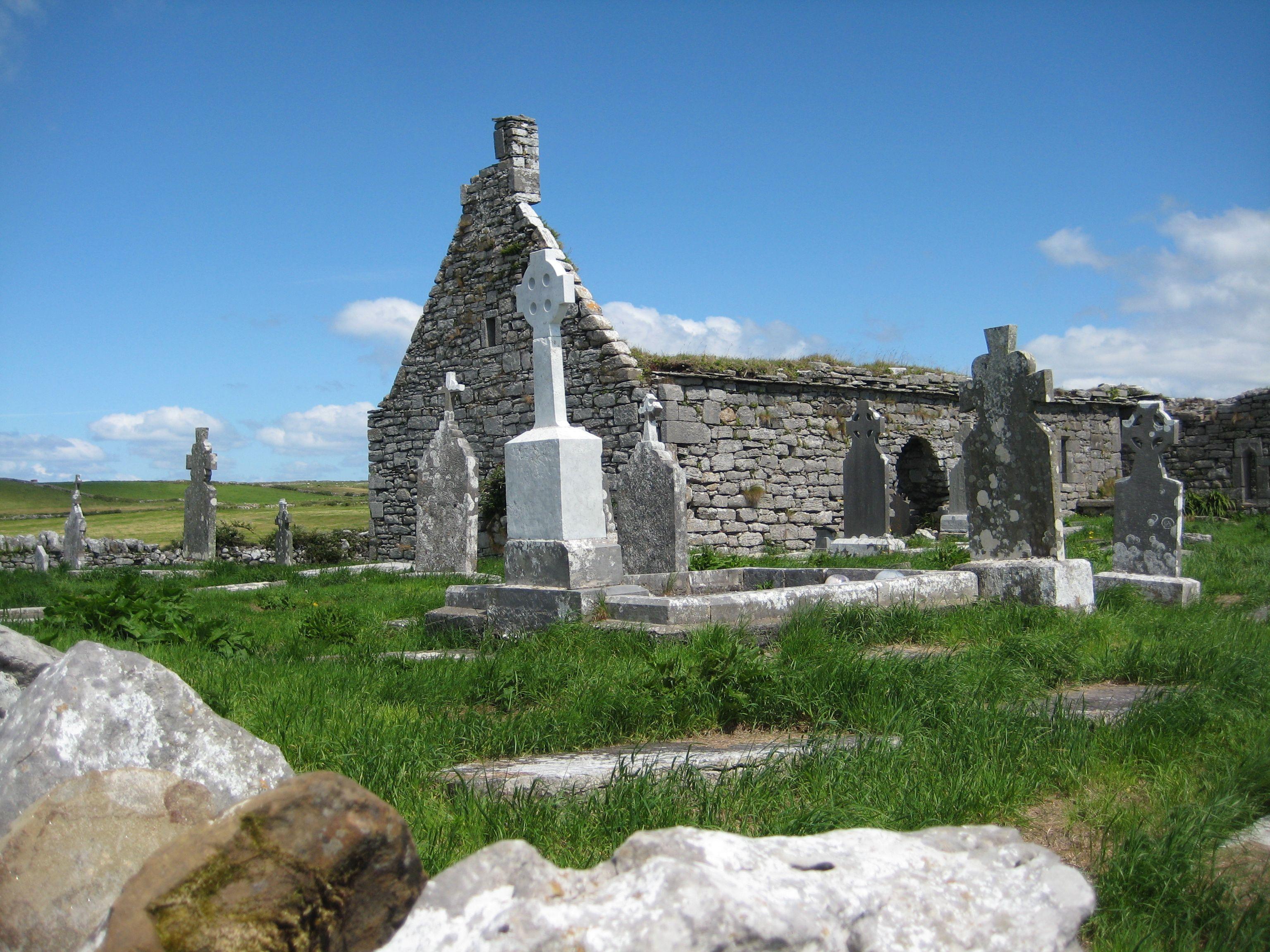 Killilagh Church ruins in Doolin Farmhouse, Bed