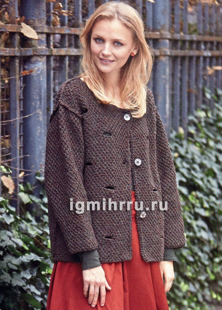 коричневый теплый жакет с рустикальным дырчатым узором вязание