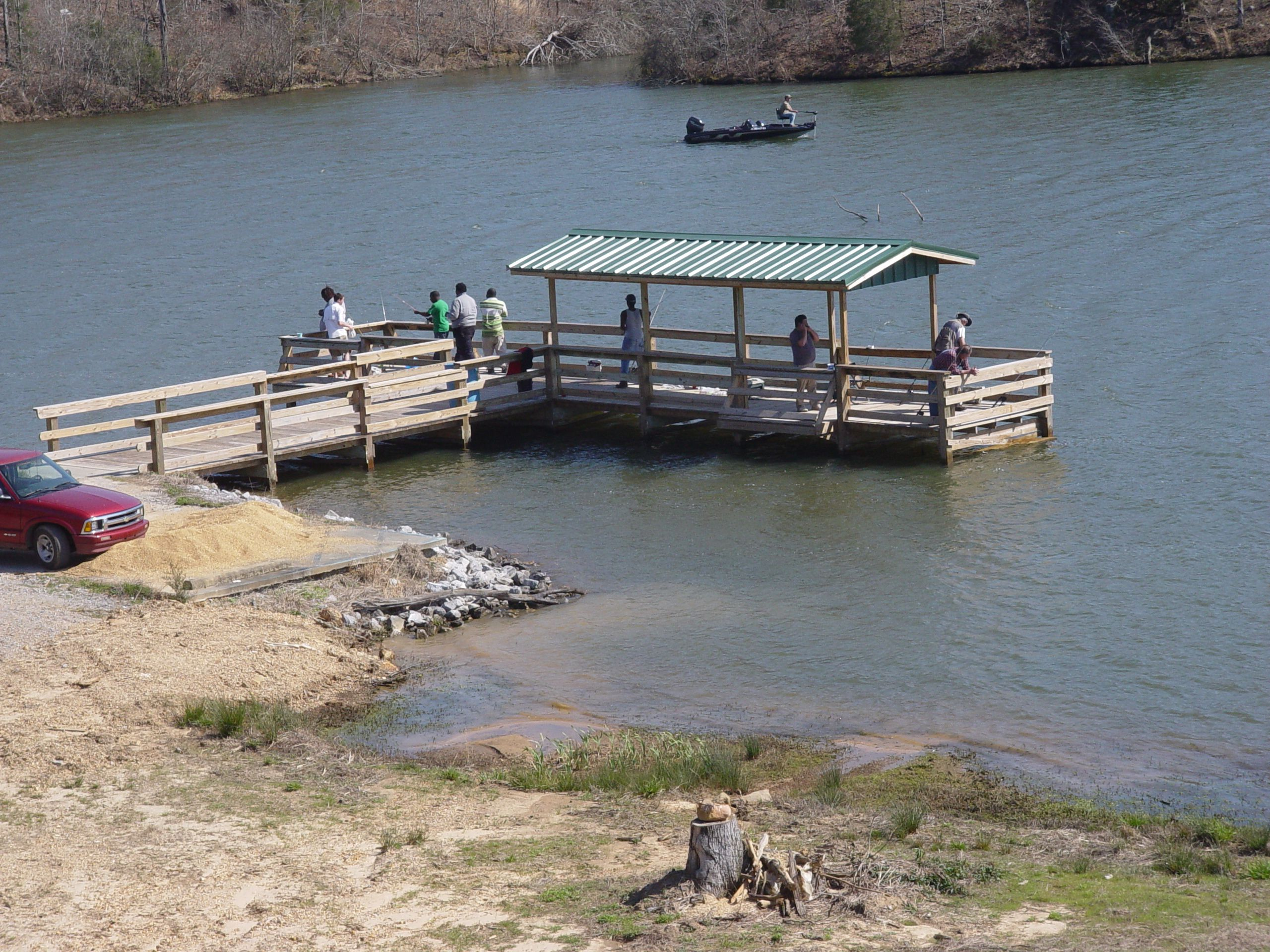 Bibb county lake north of centreville has boat rentals