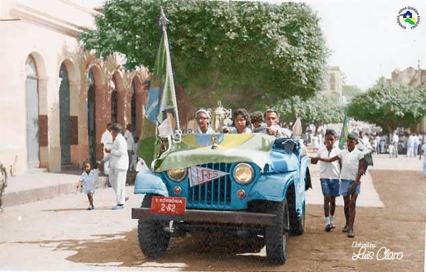 Desfile De Sete De Setembro De 1958 Em Porto Velho Coisa Rara Na Epoca Um Jeep Willys Cedido A Uniao Rondoniense Dos Estudante Jeep Willys Fotos Antigas Jeep