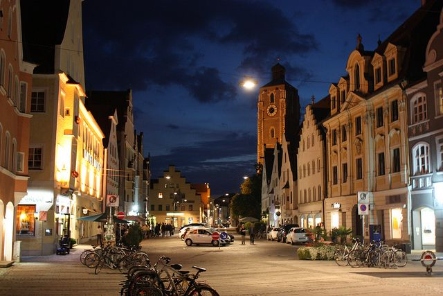 gleich links ist unser Geschäft zu sehen :-) (Ingolstadt by HeyIAmNixo, via Flickr)