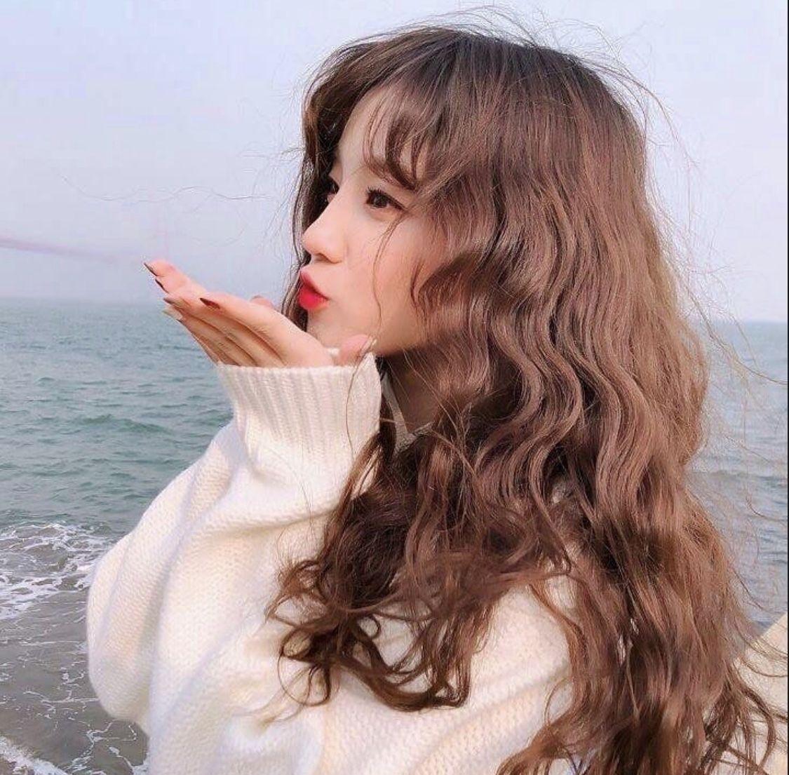 Fringe Brown Hair In 2020 Curly Hair Styles Hair Styles Ulzzang Girl