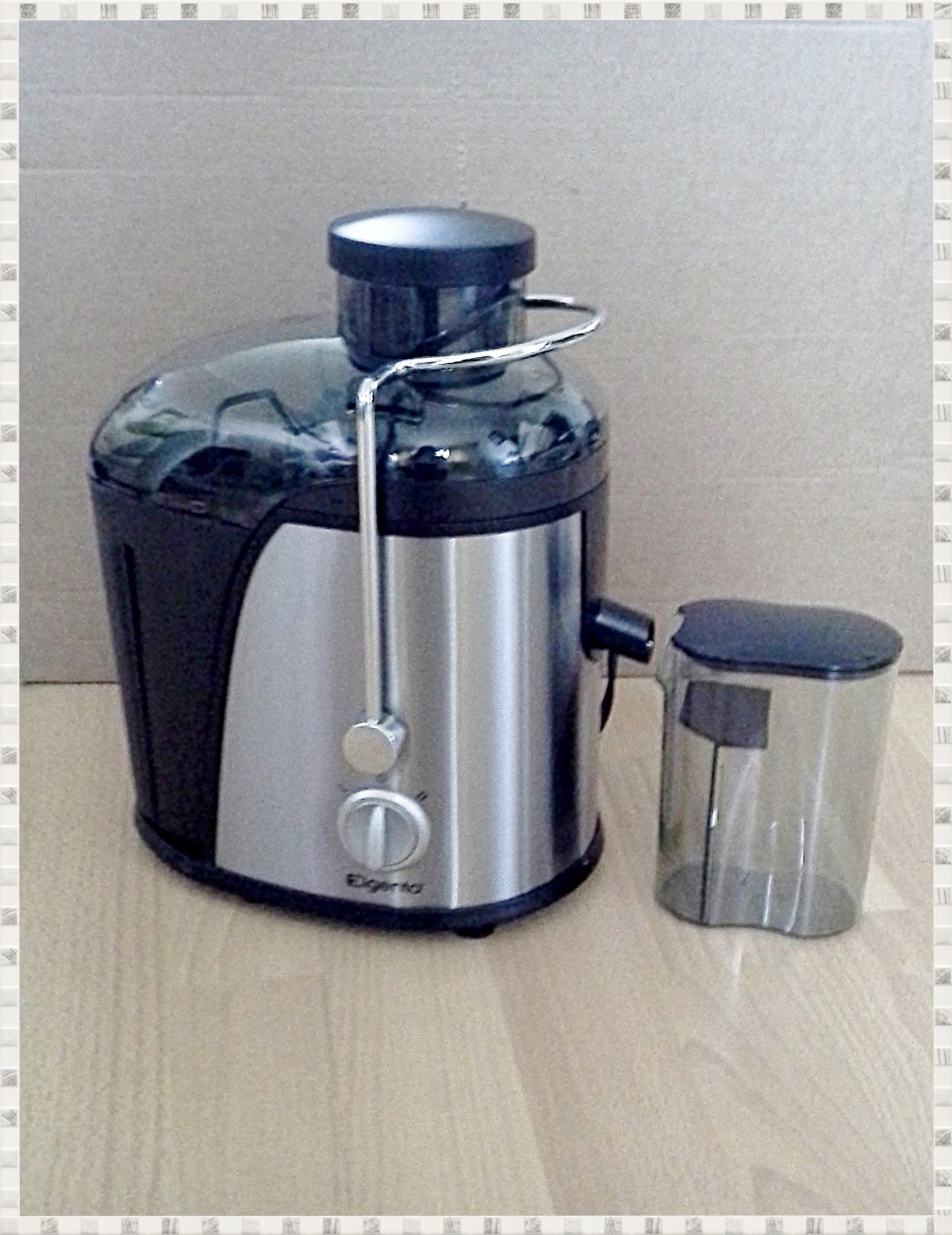 A great way to a healthier lifestyle - Enjoy a fresh healthy juice in seconds with this Elegento Juicer – NOW ONLY £35. Features: Large feed tube for full sized apples/fruits. 400W, 2 speed control, easy clean, detachable parts, 1.3L pulp container, 350ml juice cup, stainless steel blades and filter, overheat protection, fruit juice in seconds. Size 30 x 27 x 19cm