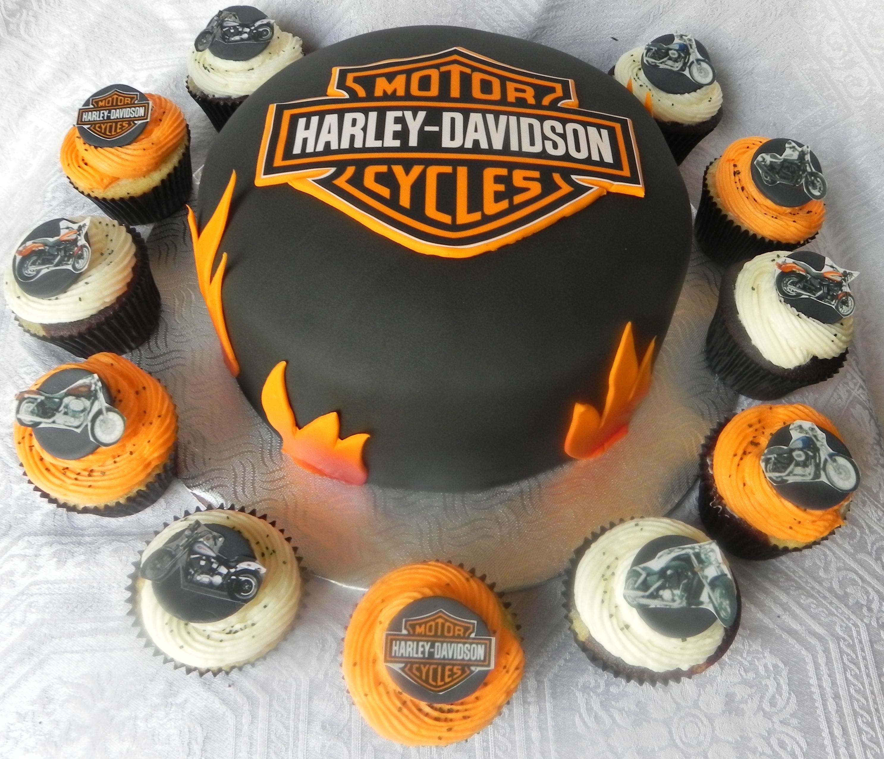 Harley Davidson Cake And Matching Cupcakes Harley Davidson Cake