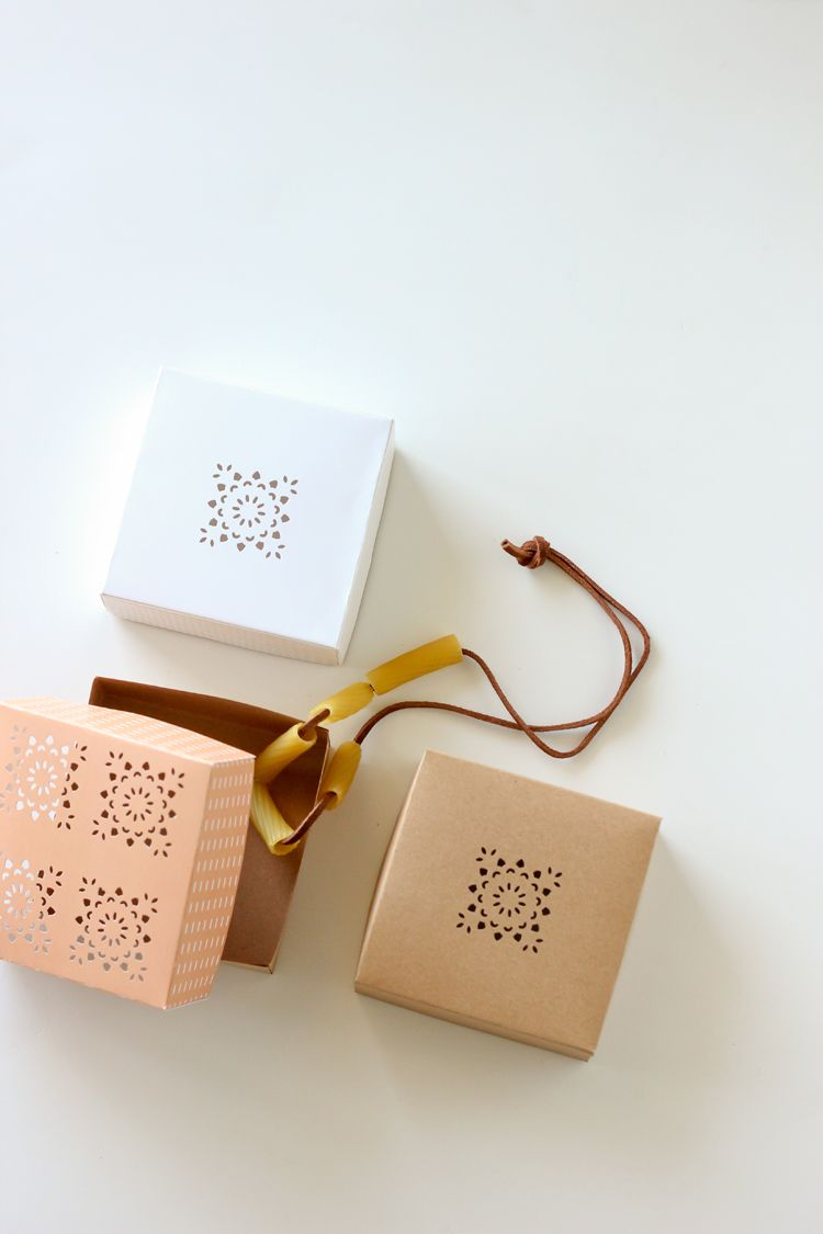 Cute little gift boxes - free printable! Perfect for Mother's Day or Teacher…