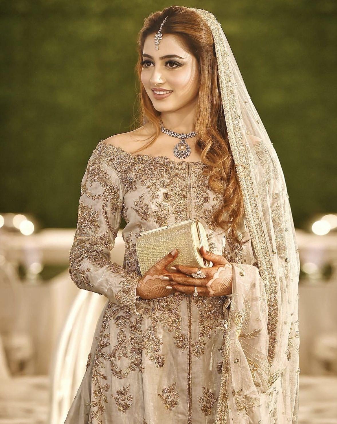 Alizy Eyemakeuptips Bridal Hairdo Engagement Hairstyles Indian Wedding Hairstyles