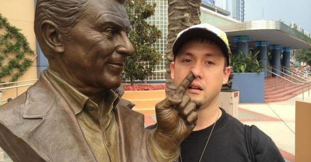 28 People Doing Inappropriate Things To Innocent Statues… #17 Is ...
