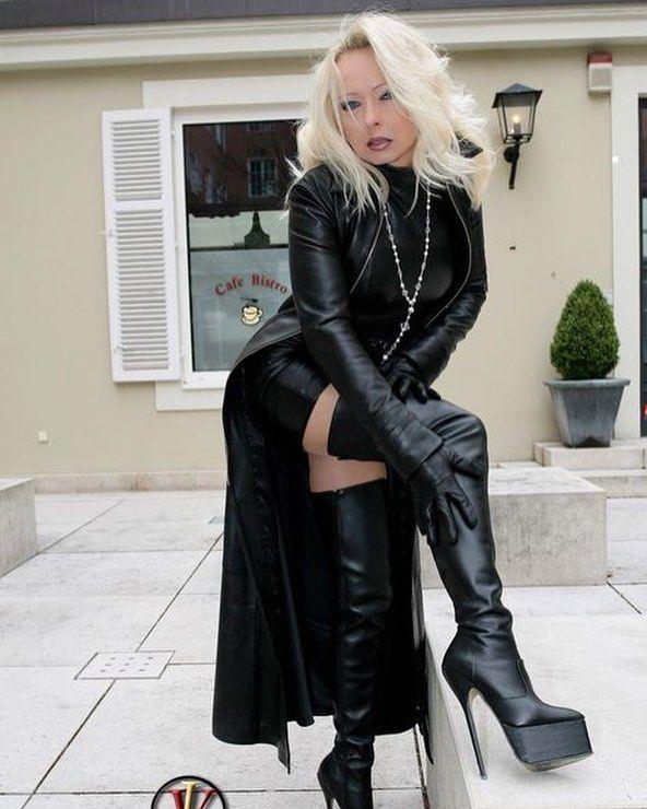 Fetish Queen Leadher Rok Bloesje Pumps Fetish Vanessa