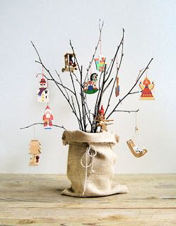 Decorar com tudo: Árvore de Natal com galhos secos