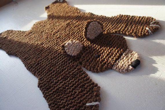 Flache Braunbär Teppich / Matte / Decke von WolverineKnits auf Etsy, $75.00