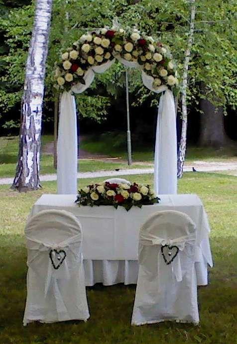 Hochzeit blumen hussen f r die trauung k rnten for Hussen hochzeit