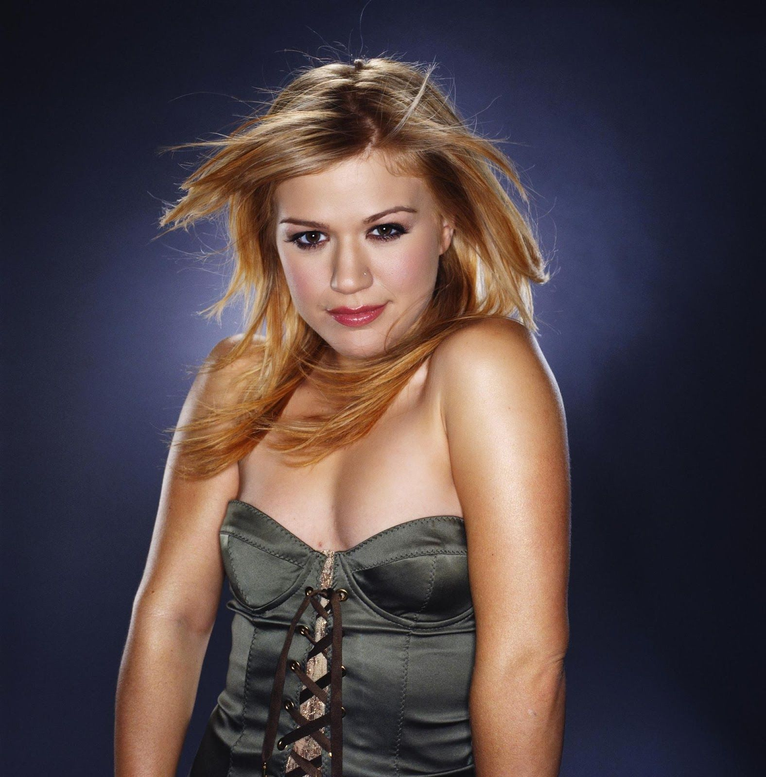 Kelly Clarkson biography