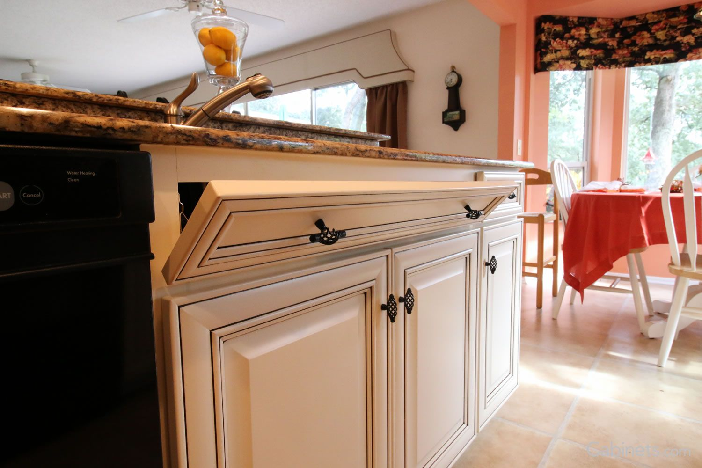 Springfield Maple Antique White Chocolate Glaze | Kitchen | Pinterest
