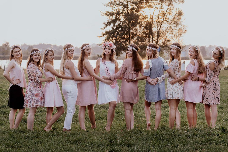 Profesjonalny fotograf na wieczór panieński to z całą pewnością doskonały pomysł, aby uwiecznić ostatnie chwile panieństwa
