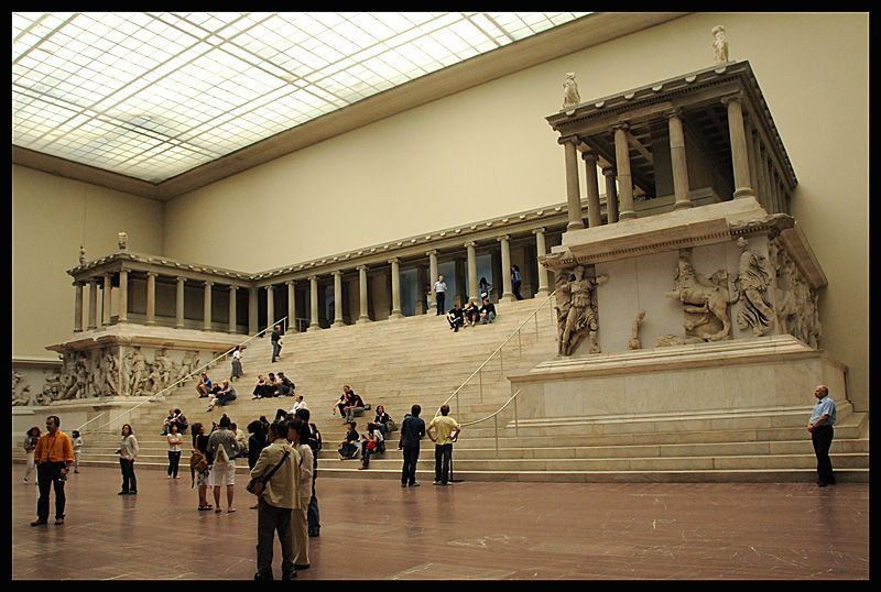 Great Altar Of Pergamon A Photo From Berlin East Trekearth Pergamon Zeus Statue Museum