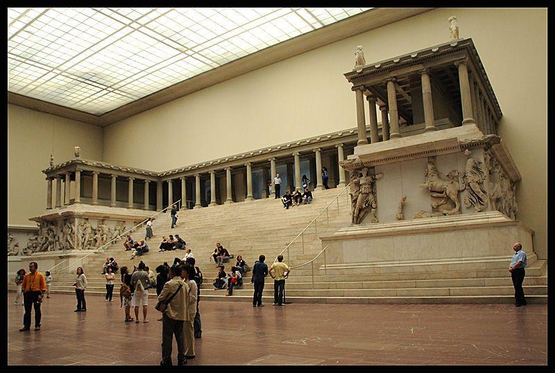 Great Altar Of Pergamon A Photo From Berlin East Trekearth Pergamon Zeus Statue Museum