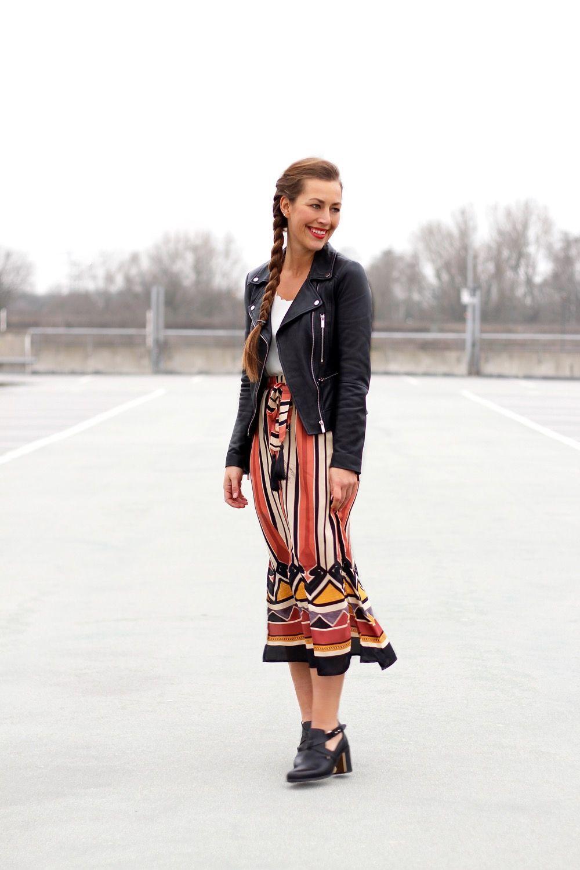211902a4107da  hm striped midi skirt