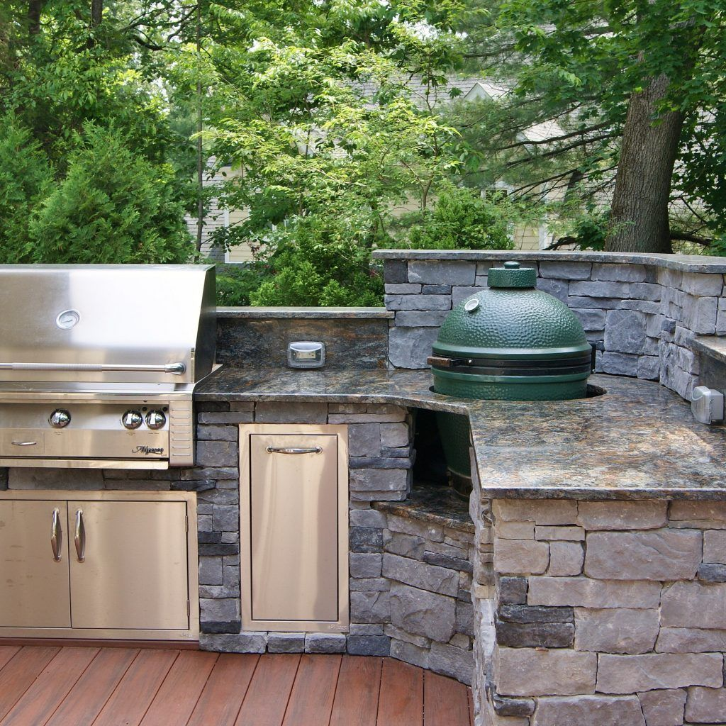 L Shaped Outdoor Kitchen With Green Egg