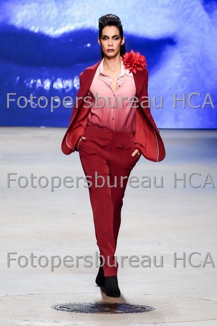 16-01-2016, Amsterdam, Nederland: Model op de catwalk bij modeshow van Monique Collignon tijdens de FashionWeek Amsterdam in de Gashouder in de Westergasfabriek te Amsterdam.