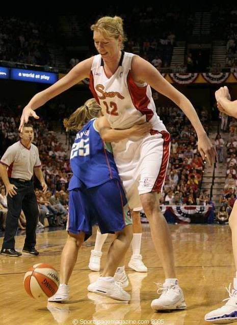 Margo Dydek  Inches 218 4 Cm She Was Famous For Being The Tallest Professional Female Basketball Player In The World During Her Lifetime