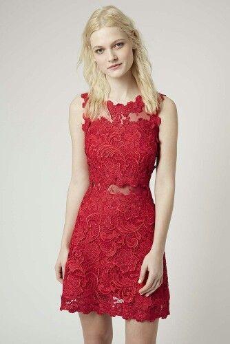 d8c0fc306 Vestido corto realizado en guipur en color rojo con espalda de encaje  transparente en el mismo tono de Topshop